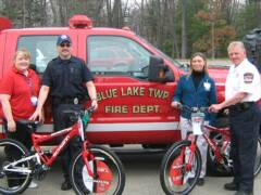 Meijer donates 2 bikes to the SAR team. Steve and Larry pick them up with 1472. Thank you Meijers.